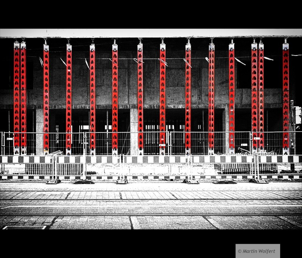 Tag #139 | Red columns
