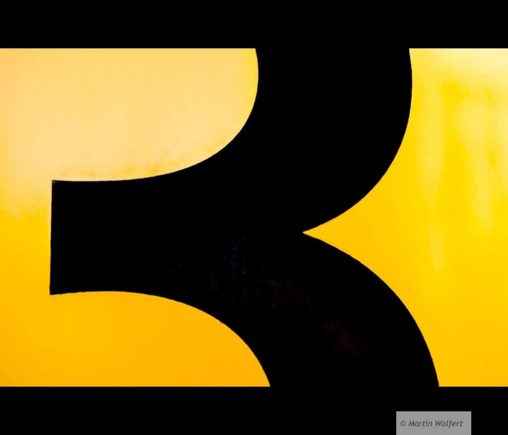 Tag #159 | Three ... black